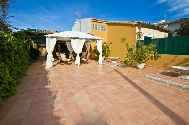 4 bedroom Villa in Puerto De Alcudia, Baleares, Mallorca : ref 2213436 - Image 1 - Puerto de Alcudia - rentals