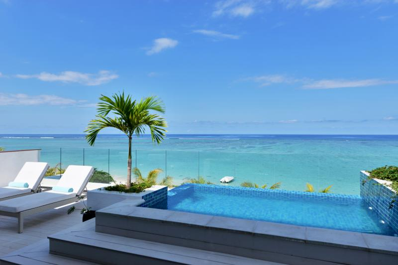 The penthouse dip pool overlooking the turquoise lagoon - OPEN SKY penthouse - Cap Ouest - Wolmar - Flic En Flac - rentals