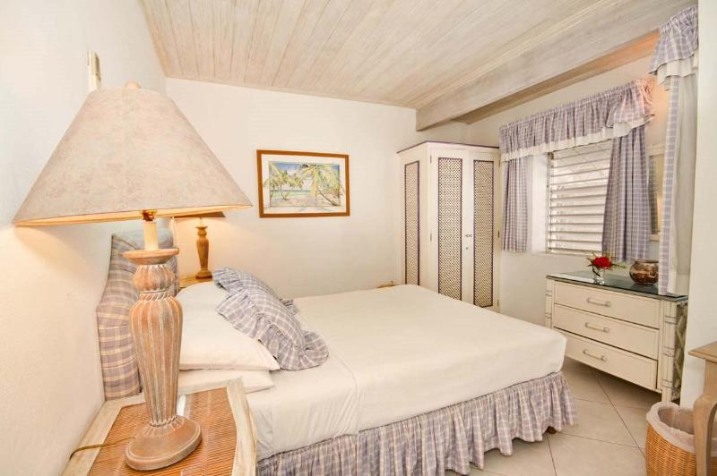 Aquamarine - Third Bedroom with Queen Bed - Aquamarine - Comfortable Beachfront Home - Saint Peter - rentals