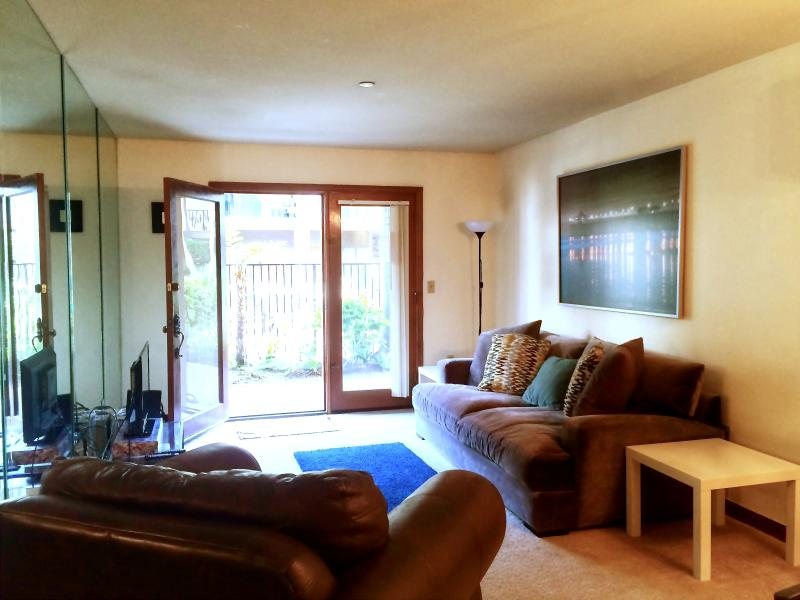 Comfortable living room area - 1 Bdrm Condo in OC - Close to Disneyland & Beach - Anaheim - rentals