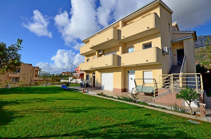 Vacation and rent Apartment SYDNEY - Image 1 - Kastel Sucurac - rentals