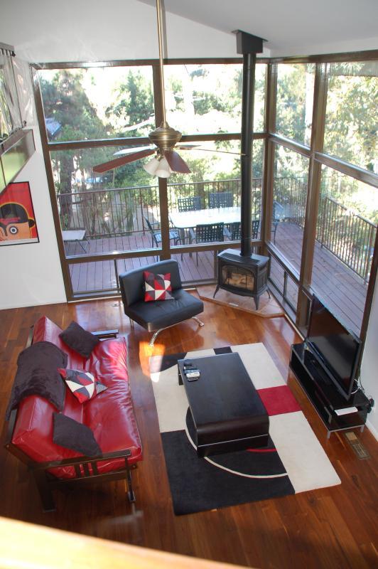 Living room - Chic 3-Bedroom Hollywood Hills Hideaway Sleeps 8 - Los Angeles - rentals