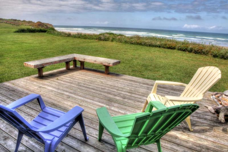 Sit as a family and relax in the breeze along the Oregon Coastline! - Ocean Front Home with Direct Beach Access Sleeps 6 - Yachats - rentals