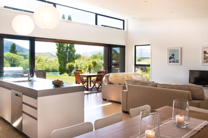 Open plan kitchen dining and living - Three Rivers, riverside warm sunny holiday home - Wanaka - rentals