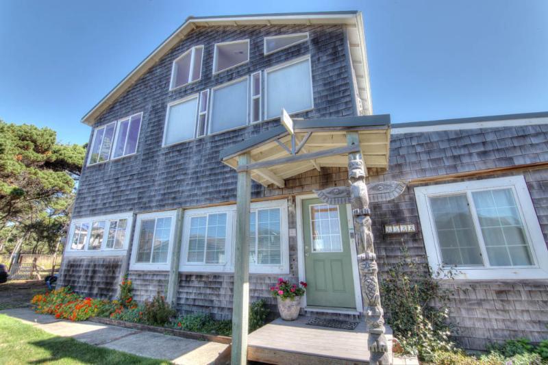 Oceanside Home - Stunning Ocean View! - Image 1 - Yachats - rentals