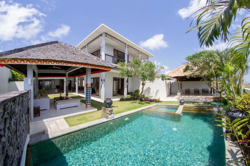 Villa Seratus luxury 3 Bedroom villa with 50m pool - Image 1 - Ungasan - rentals