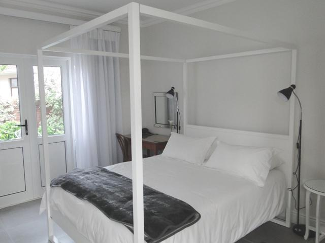 Queen sized extra length bed - Studio Room with terrace - George - rentals