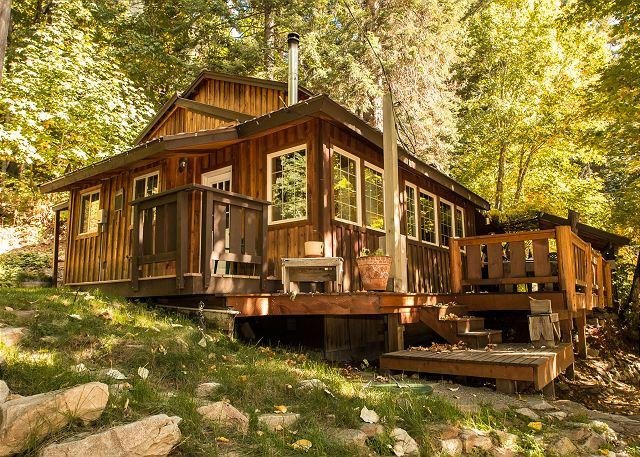 Der Tree Haus~35 min drive to Leavenworth, private, hot tub, Wi-Fi, woodstove - Image 1 - Plain - rentals