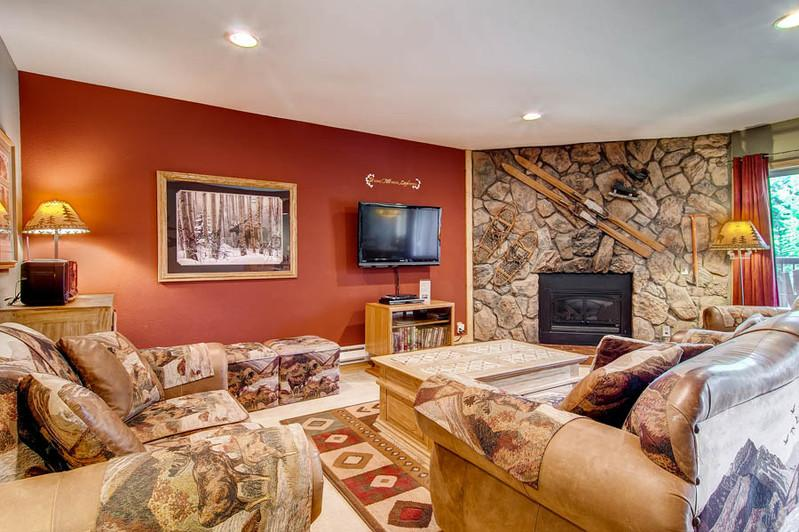 SKI-IN!  Sleeps 10!  1 Block to Shops/Restaurants! - Image 1 - Breckenridge - rentals