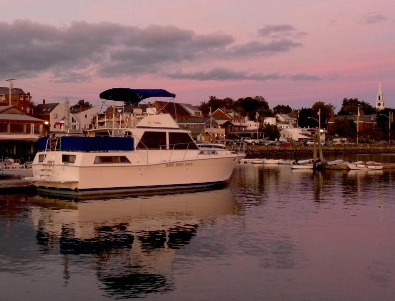 Mazu is docked right in the village, two minutes from Route 1; and parking is free. - Mazu, the Bed&Boat, the most waterfront cottage - Damariscotta - rentals