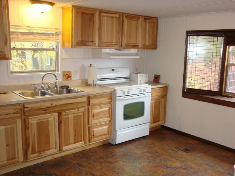 Elk kitchen - Yellowstone Wildlife Cabins -Elk Home - great location and close to YNP! - West Yellowstone - rentals