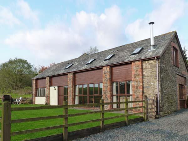 APPLE BARN, en-suites, woodburner, games room, stunning views, near North Molton, Ref. 916094 - Image 1 - North Molton - rentals