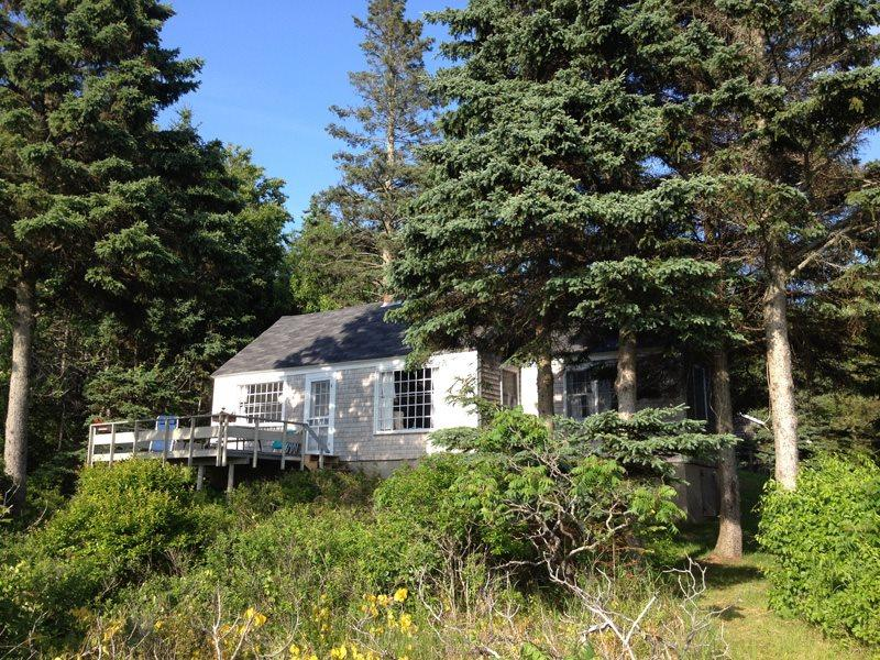 BARNACLES COTTAGE | SOUTHPORT ISLAND | OCEANFRONT | PRIVATE BEACH | KAYAKING | QUIET RETREAT - Image 1 - Boothbay - rentals