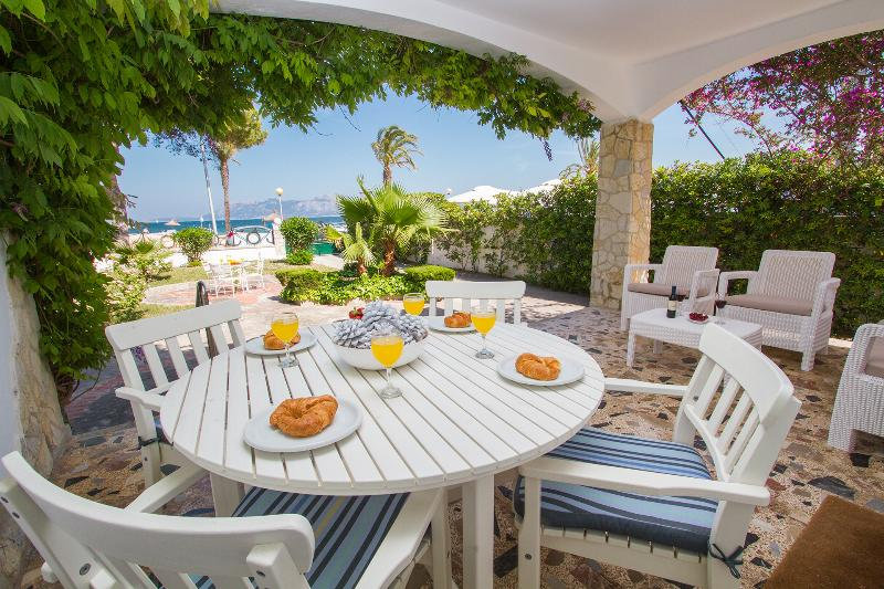 Waterfront Spanish Villa in Mallorca - Villa Bahia - Image 1 - Port de Pollenca - rentals