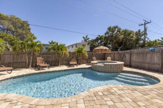 Island Charms shimmering pool and spa  - Island Charm is your Tropical Pool Home in Paradise -  Island Charm - Fort Myers Beach - rentals