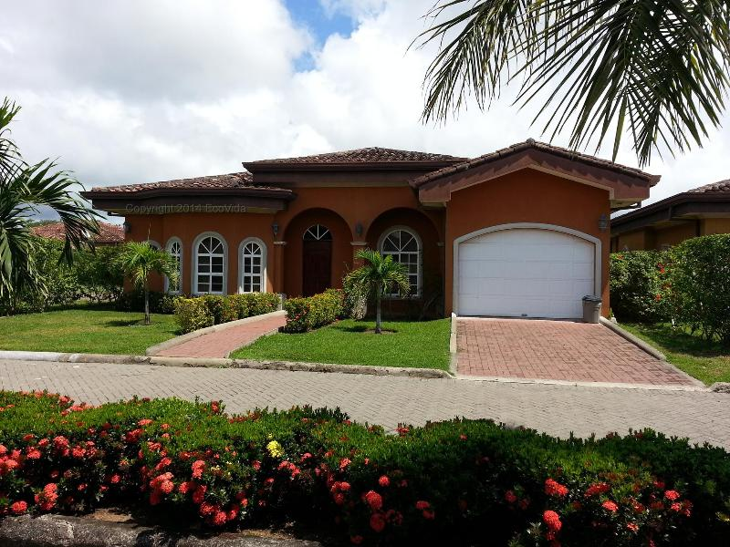 Beautiful 3 bedroom home with garage - EcoVida Casa Noventa - Costa del Sol, Playa Bejuco - Playa Bejuco - rentals