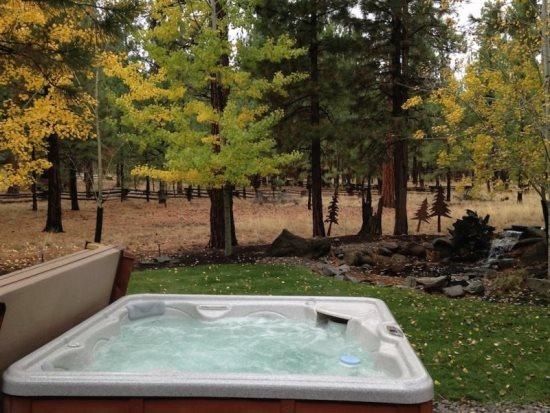 Wouldnt you like to relax here - CROSSROADS CONNECTION - Peaceful oasis, beautiful home, private hot tub, come relax. - Sisters - rentals