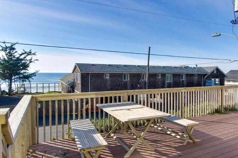 Laid-back escape with oceanview deck & within walking distance of restaurants! - Image 1 - Oceanside - rentals