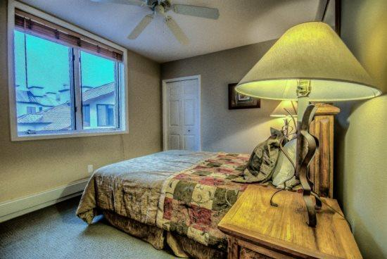 Master Bedroom With Queen Bed ,Private Bathroom - Terraces S22 - Steamboat Springs - rentals