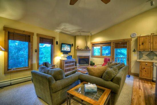 Spacious Living Area with Vaulted Ceilings, Comfortable Couches, Gas Fireplace, Flat Screen TV - Saddle Creek 1720 - Steamboat Springs - rentals