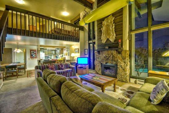 Large Living Area, Dramatic vaulted Ceilings, Gas Fireplace, Flat Screen TV - Hillsider 10 - Steamboat Springs - rentals