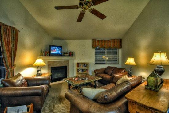 Spacious Living Room with Vaulted Ceilings, Gas Fireplace, TV - Villas At Walton Creek 1382 - Steamboat Springs - rentals