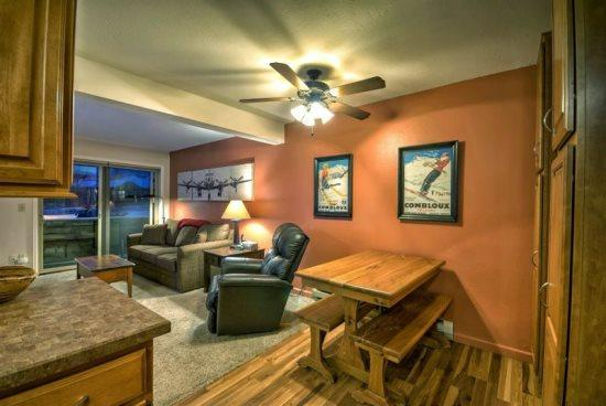Living Area With Large Flat Screen TV, Gas Fireplace - Shadow Run C 109 - Steamboat Springs - rentals