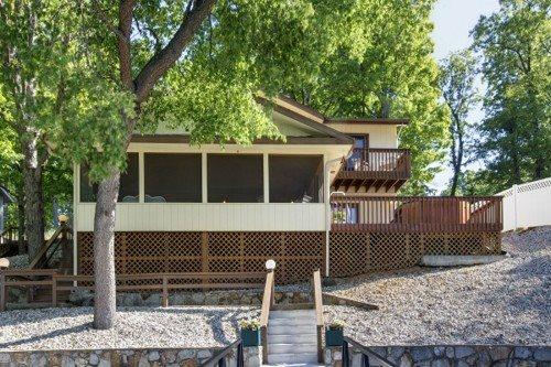 Lakeside of this great 2 story family oriented lakefront retreat. - Hillcrest - Ideal Family Retreat with Great Water Views. 39 MM Osage Arm (Brush Creek Cove) - Sunrise Beach - rentals