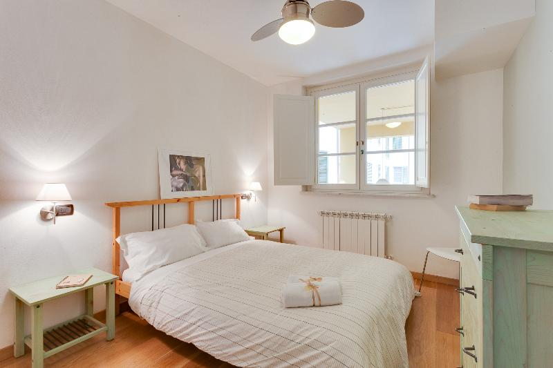 Bright and modern flat in town near train station - Image 1 - Lucca - rentals