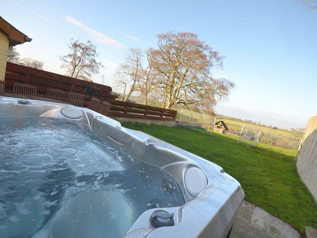 Enjoy the private hot tub with countryside views - TYLLO - Capel Bangor - rentals