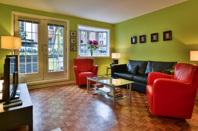 Living Room - Gorgeous Condo W/patio Parking Downtown Montreal - Montreal - rentals