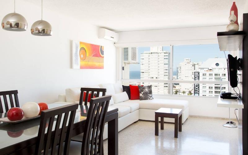 Comfortable 3 Bedroom Apartment in Punta del Este - Image 1 - Punta del Este - rentals