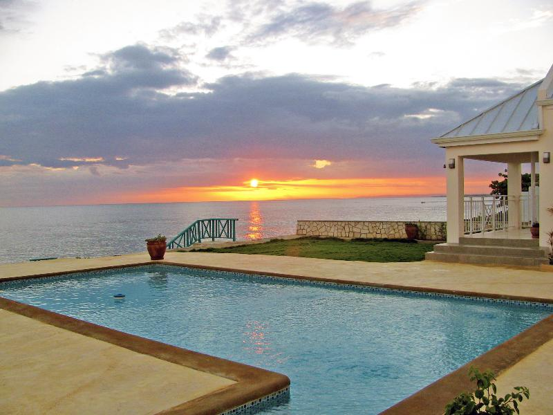 4 bedroom cottage w/pool in Whitehouse, Jamaica - Image 1 - Whitehouse - rentals