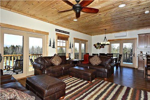 Lazy Bear Lodge - Image 1 - Stowe - rentals