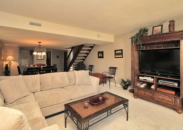 Living Area - 204 Shipmaster. Spacious 3 bedroom Shipyard townhouse! - Hilton Head - rentals