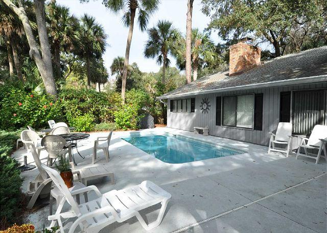 Exterior - A hop, skip and a jump to the beach and across the street from Coligny Plaza. - Hilton Head - rentals
