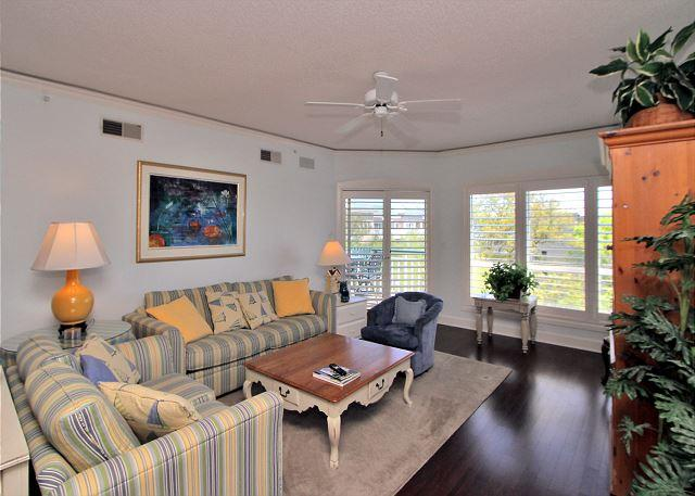 Living Area - 4501 Windsor Court North -Pretty, 5th Floor Oceanview - Hilton Head - rentals