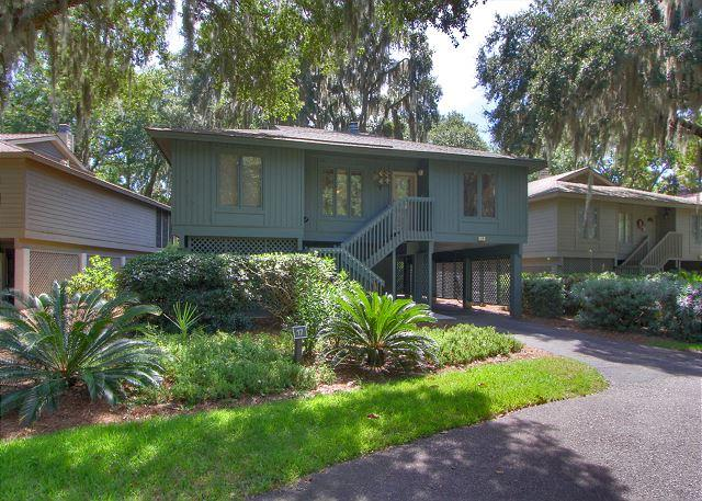 Exterior - 17 Kingston Cove - Charming beach cottage and renovated! - Hilton Head - rentals
