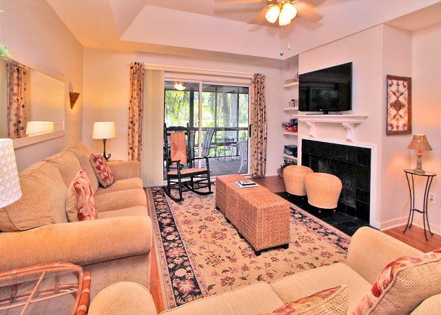 Main Living Area - 17 Kingston Cove-Charming beach cottage & renovated! 5 Min Bike Ride to beach - Hilton Head - rentals