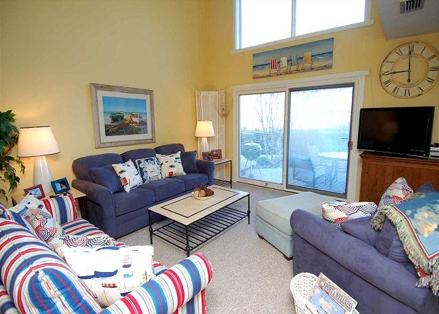 Living Room - 258 Stoney Creek. Lovely 3 Bedroom Townhouse in Harbour Town - Hilton Head - rentals