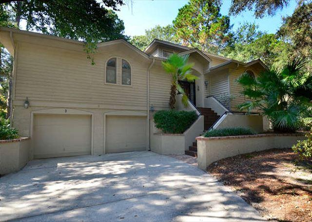Exterior - 6 Painted Bunting- Large & Spacious 3rd Row Ocean (50 yards to the beach) - Hilton Head - rentals