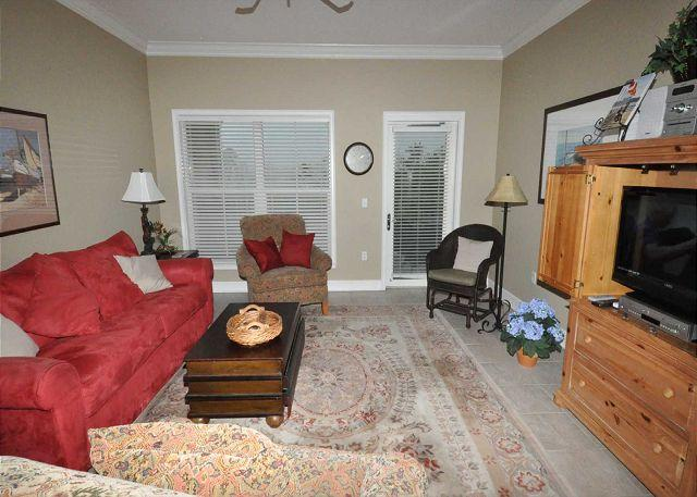 Living Area w/ Flat Panel TV - 303 NorthShore - Quick 100 yards walk to the beach & Coligny Plaza - Hilton Head - rentals