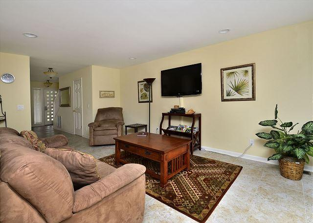Main Living Area w/ Flat Panel TV - 119 Beachwalk - Fully Renovated 3 Bedroom Townhouse - Sleeps 8 - Hilton Head - rentals