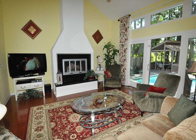 Living Area w/ Flat Panel TV - 48 Kingston Road - Cute & Renovated 3 Bedroom Home w/ Private Pool - Sleeps 6 - Hilton Head - rentals