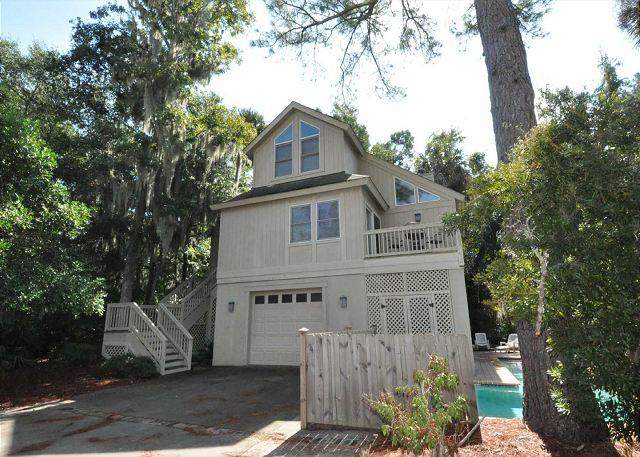 Exterior - 11 Myrtle Lane-4 Bedrooms/Quick Walk or Bike Ride to Ocean & Coligny Area - Hilton Head - rentals