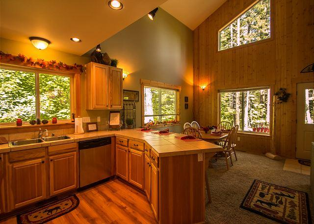 open concept living/dining area bright and functional for all kinds of meal prep - Brighton Chalet,  home away from home 20 mins from Leavenworth Village. - Leavenworth - rentals