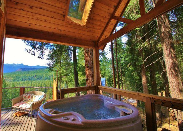 Private covered hot tub for two with a view - Cozy Couple's Retreat at the Das Tree Haus 25 mins from Leavenworth Village. - Leavenworth - rentals