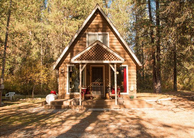 """little cabin in the woods - """"An Oasis"""" in the woods, - Leavenworth - rentals"""
