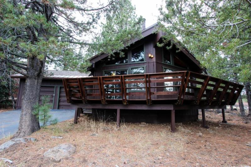 Secluded getaway with a cozy loft & access to shared pool, hot tub, gym & sauna! - Image 1 - Truckee - rentals
