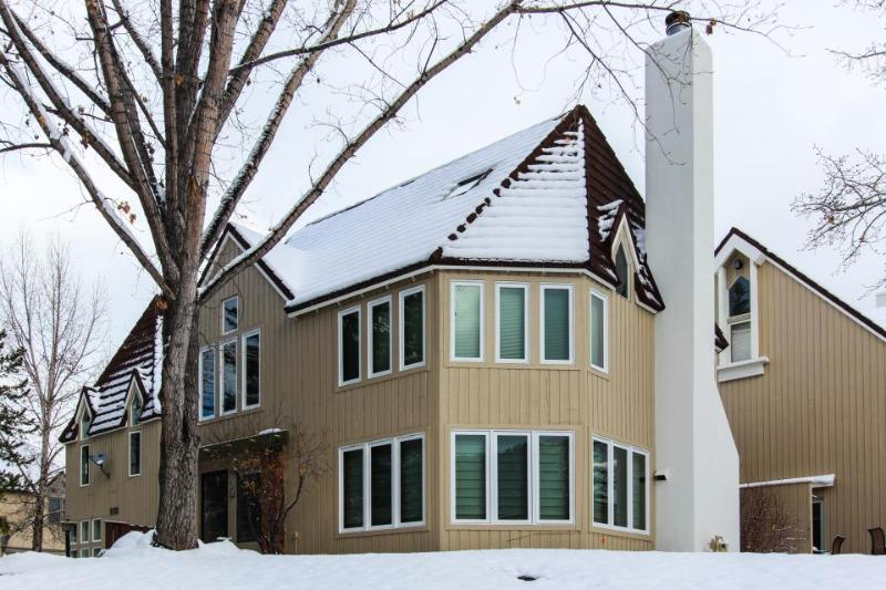 Riverfront skier's paradise w/ jetted tub & mountain views - close to resorts! - Image 1 - Avon - rentals